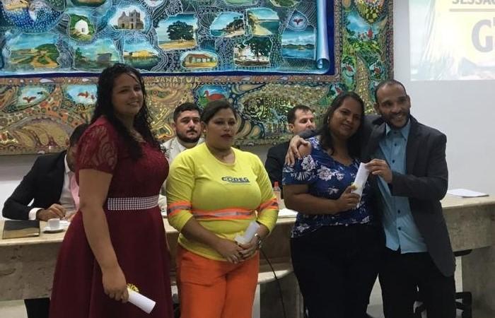 Presidente da Câmara, vereador Enis Gordin, com suas homenageadas Simone Coradello, Daiana Silvério e Jaqueline dos Santos.