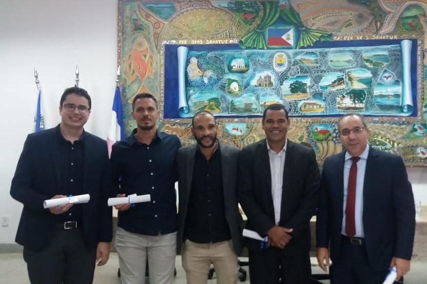 O presidente da Câmara, vereador Enis Gordin, com seus homenageados: Pastor Rodrigo Lacerda, Pastor Raphael Abdala, Pastor Fabrício Silva e Pastor Joatan Pompermayer.
