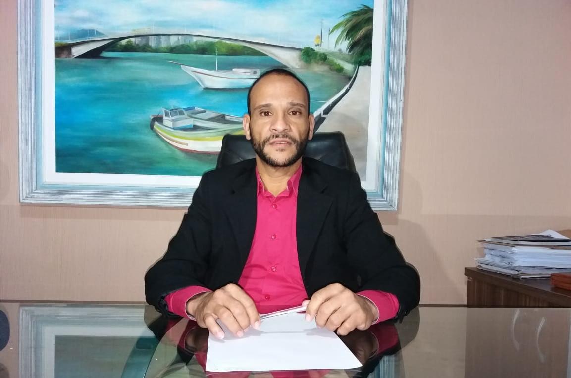 O presidente da Câmara, vereador Enis Gordin, é o autor do requerimento que convoca o prefeito.