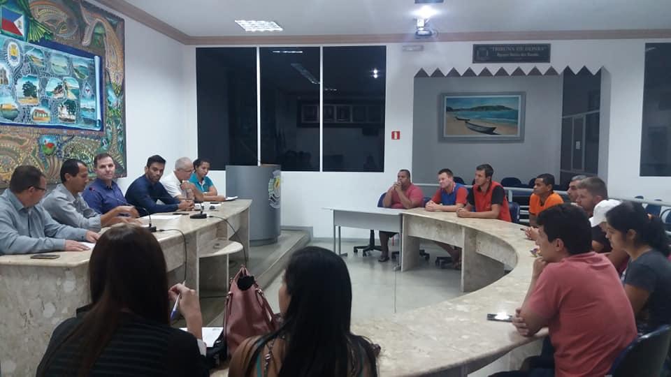 Comissão de Meio Ambiente, Agricultura e Pesca debate reorganização das feiras livres com secretário adjunto e feirantes