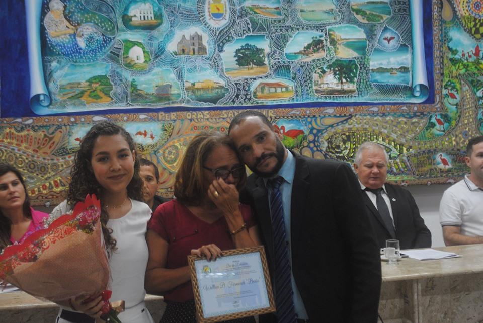 A viúva e a filha do Barão receberam uma homenagem das mãos do presidente Enis Gordin.